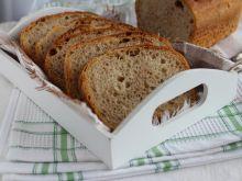 Żytni chleb z serwatką na zakwasie