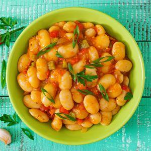 Fasola z warzywami w sosie pomidorowym