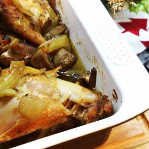 Królik z pieczarkami i cebulą