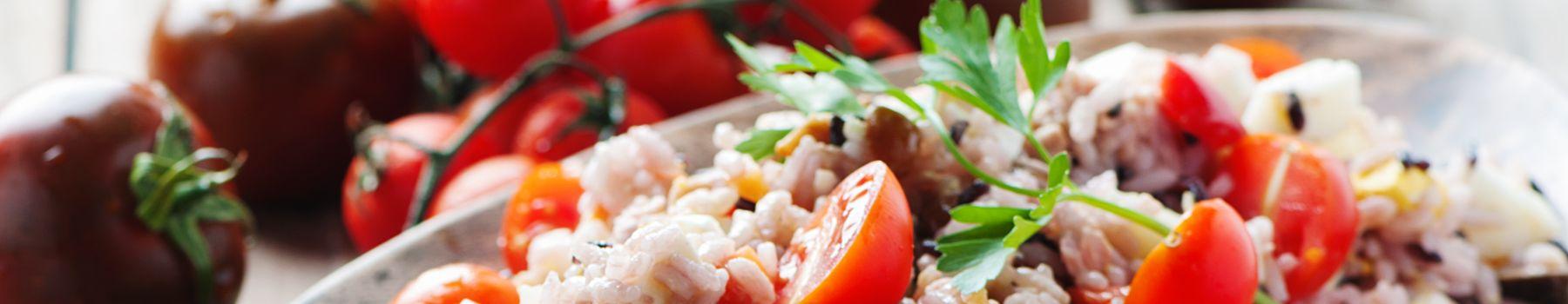 Najlepsze przepisy na sałatkę z tuńczykiem