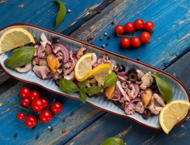 Jak zrobić sałatkę z owocami morza?