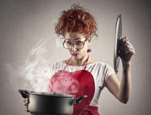8 sposobów na przypalony garnek