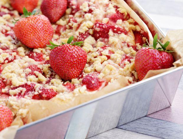 Ciasto drożdżowe z truskawkami – 12 pysznych przepisów