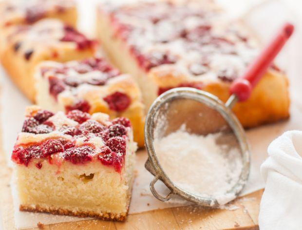 15 przepisów na ciasto jogurtowe z truskawkami