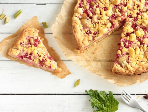 Pyszne i proste przepisy na ciasto z rabarbarem