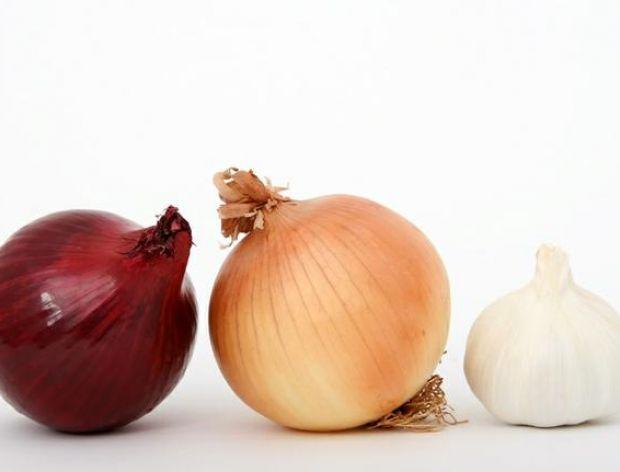 Co łączy truskawki,cebulę i czosnek?