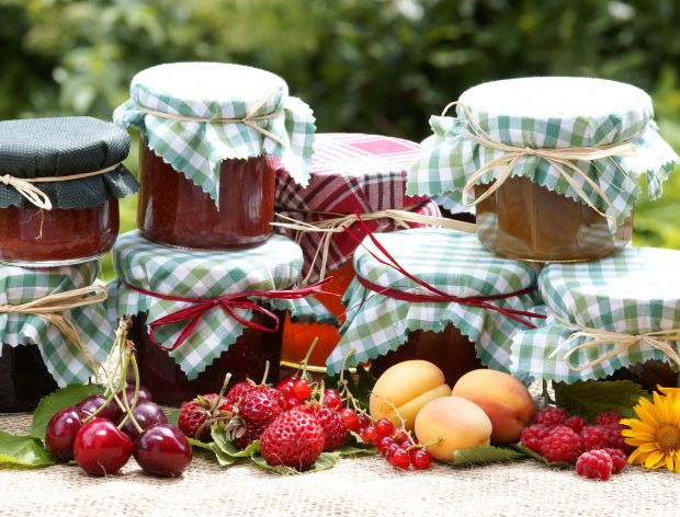 Jak przygotować słoiki do domowych przetworów?