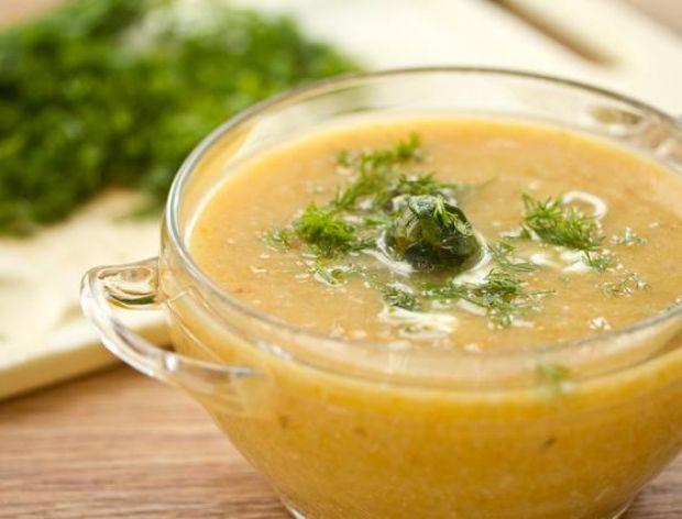 Jak jeść gorącą zupę na przyjęciu