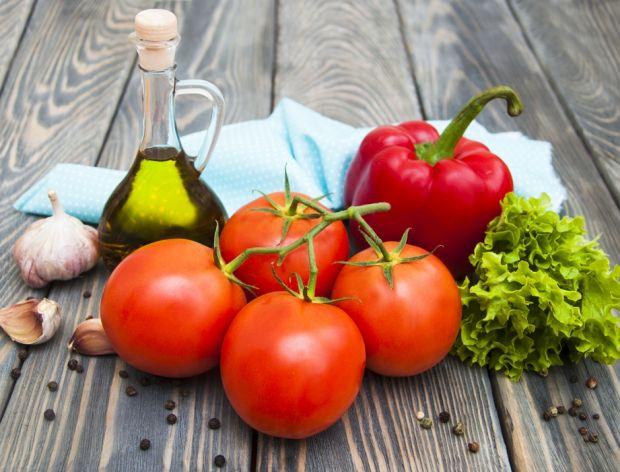 Jak obrać paprykę, a jak pomidora?
