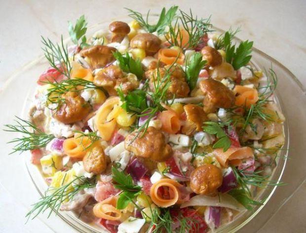 Jak polepszyć smak sałatki z grzybami?