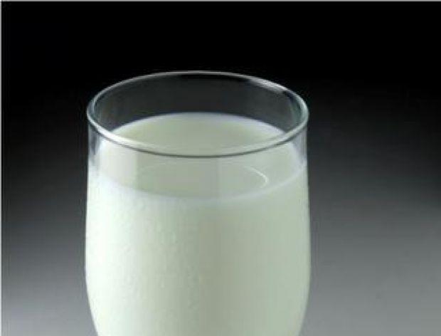 Jak usunąć przypalone mleko z płyty kuchenki?