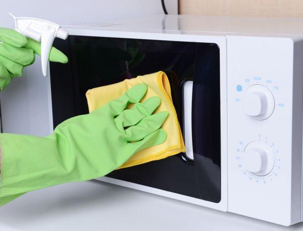 Jak utrzymać w czystości kuchenkę mikrofalową?