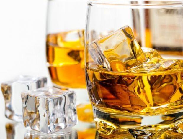 Jak wybierać, podawać i degustować whisky?