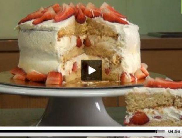 Jak zrobić tort śmietanowy z truskawkami [video]