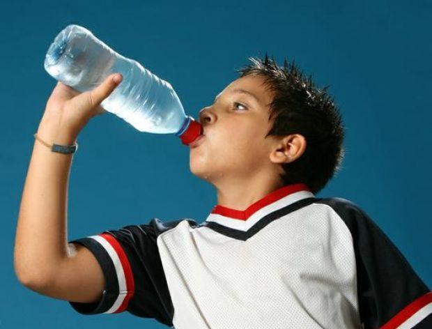 Jaką wodę powinni pić mało aktywni?