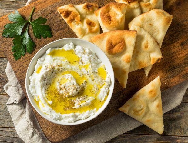 Jak zrobić labneh? Przepis na ser z jogurtu greckiego