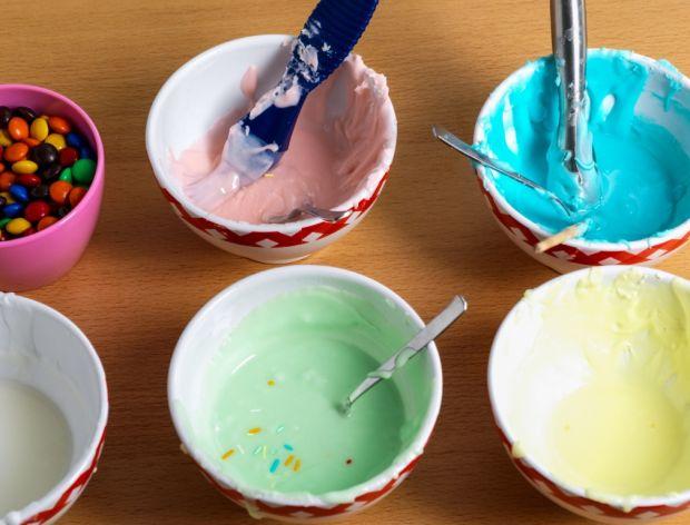 Jak zrobić kolorowy lukier?