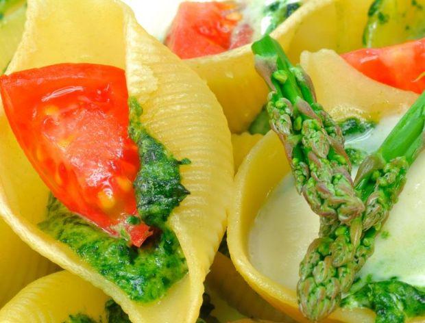 Muszle zapiekane z mozzarellą i szparagami