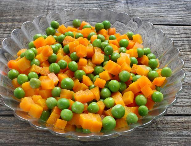 Jak zrobić marchewkę z groszkiem do obiadu?