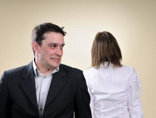 Mąż mówi do żony, która wróciła z salonu piękności