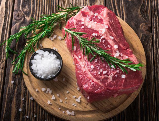 Ile potrzeba soli na kg mięsa?