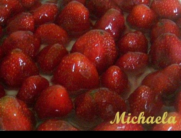 Mrożone owoce na cieście i w deserach