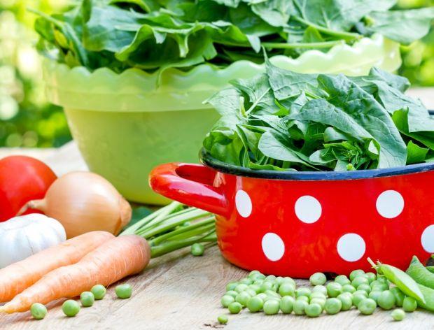Nowalijki w kwietniu - czy warto je jeść?