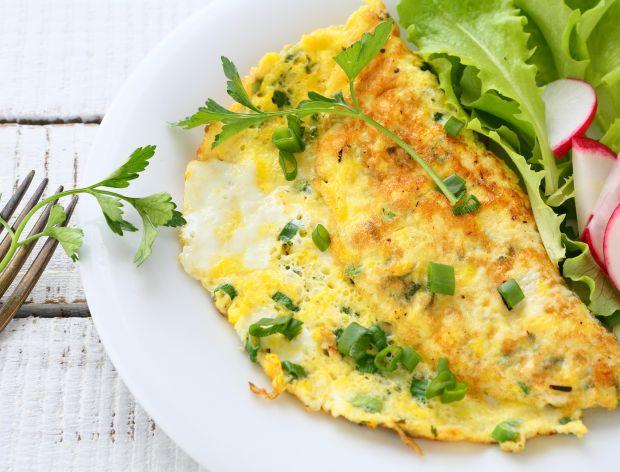 Omlet z liśćmi rzodkiewki