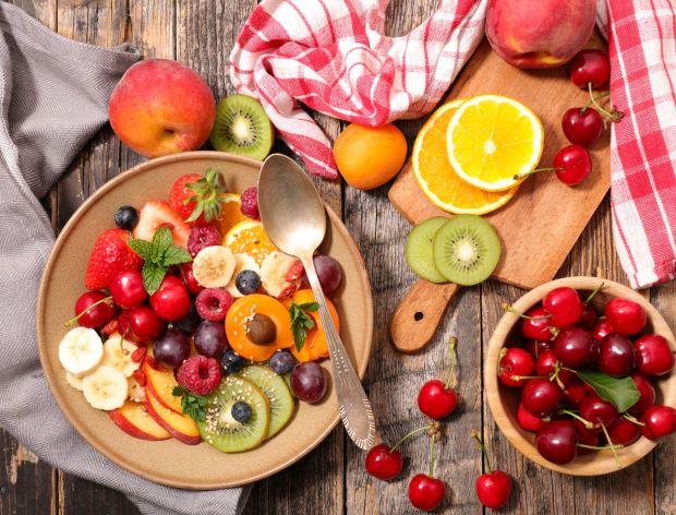Jak skarmelizować owoce?