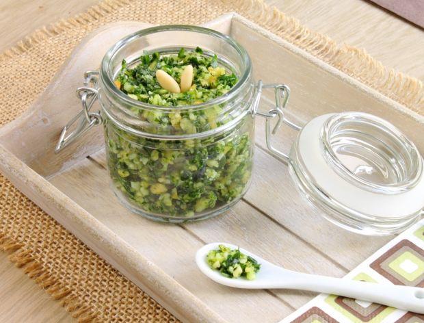 Pesto brokułowo-szpinakowe - jak je zrobić?