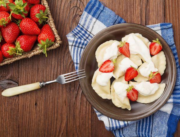 Jak zrobić pierogi z truskawkami?