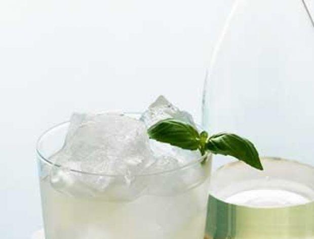 Propozycje na  letnie dania drinki z bazylią