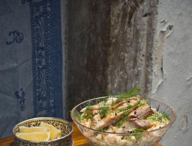 Sałatka jarzynowa z wędzoną makrelą