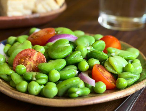 Sałatka z bobem na 15 sposobów