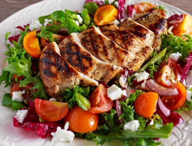 Salatka z grillowanym kurczakiem