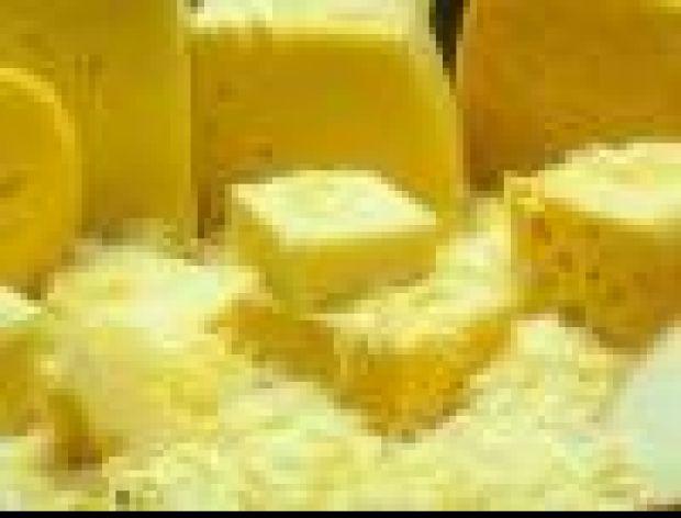 Ścieramy ser żółty na tarce