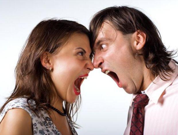 Smutna żona mówi do męża