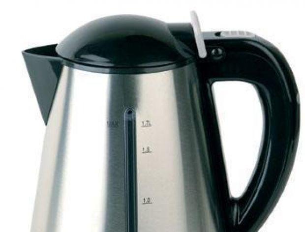 Srebrny czajnik elektryczny