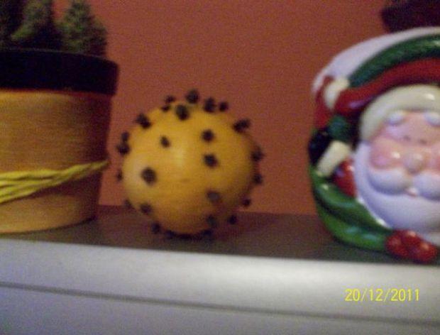 Świąteczne dekoracje z pomarańczy