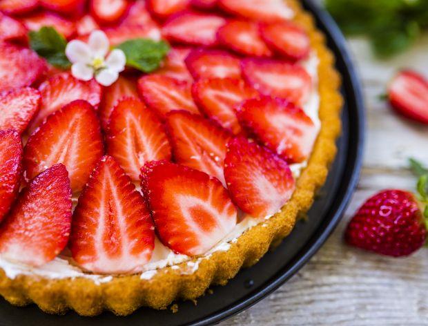 Tarta z truskawkami. Przepis na najlepsze ciasto z truskawkami