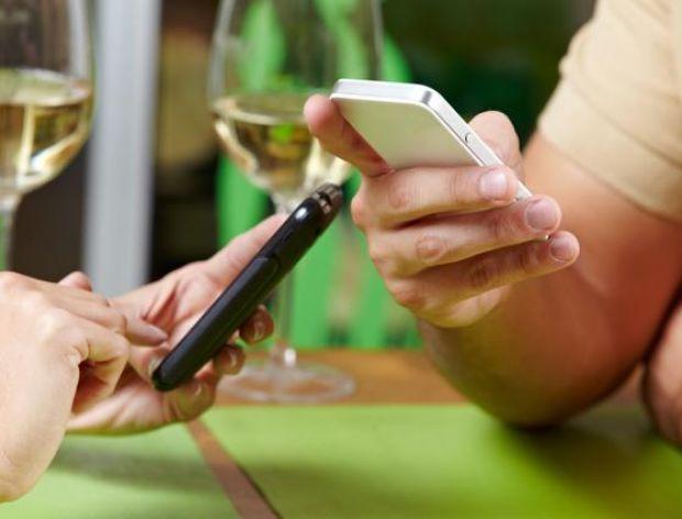 Wchodzisz do restauracji – oddaj telefon