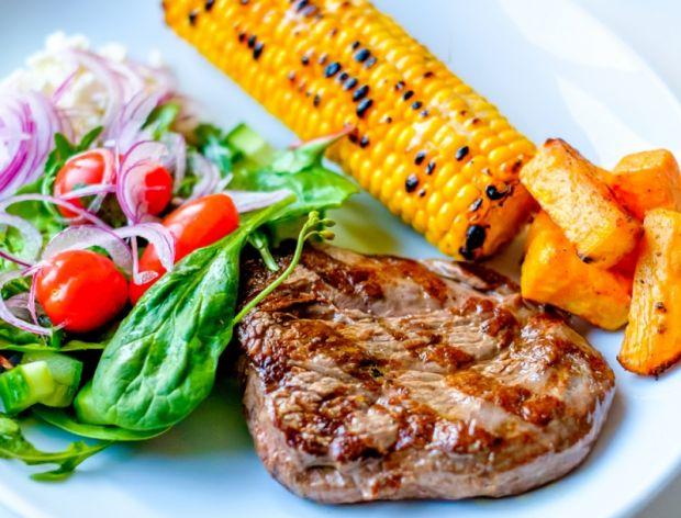 Jak doprawić mięso na grilla?