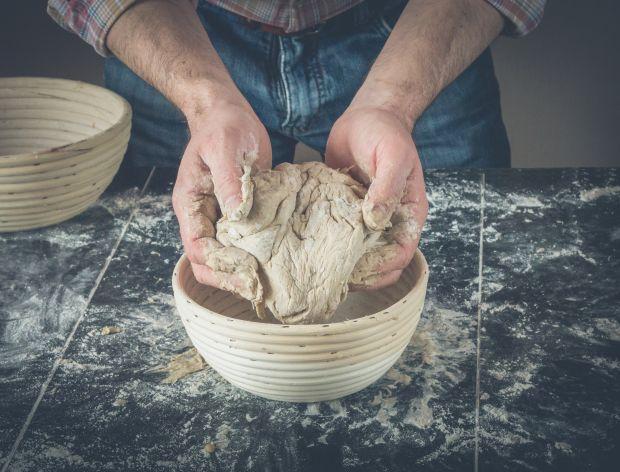 wyrabianie ciasta na chleb