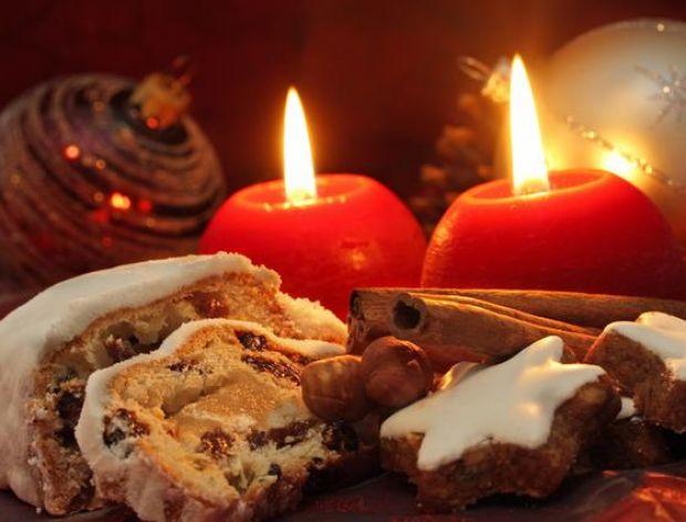 Zapach ciast, kolędy i choinka