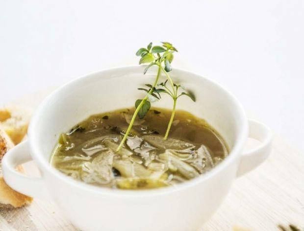 Zupa cebulowa z serem gruyere