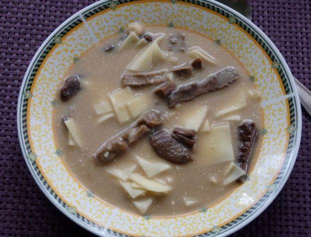 Wigilijna zupa grzybowa z łazankami