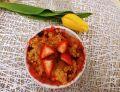 Crumble z rabarbarem, truskawkami i jabłkiem