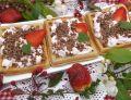 Czekoladowe gofry z serkiem i truskawkami