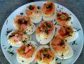 Faszerowane jajka z łososiem