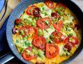Frittata z chorizo, mozzarellą oraz pomidorami